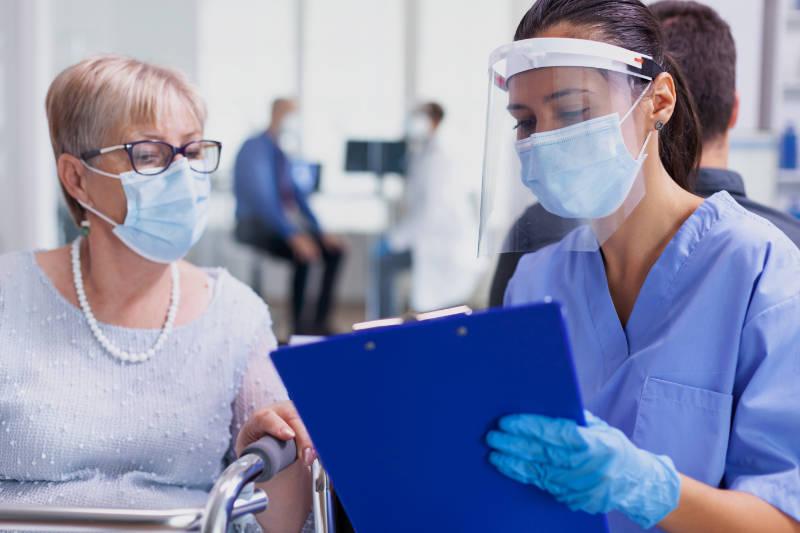 Medical staff wearing visor against coronavirus.